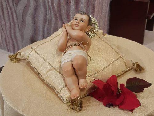 Auguriamo a tutti voi un Santo Natale.